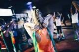 Эффективные упражнения с резиной: описание и программу тренировок