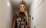 Вместо цветов: Оля Полякова получила подарок нетрадиционный для 8 марта