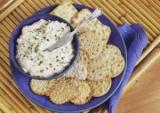 Готовим просто: салат с чипсами и крабовыми палочками